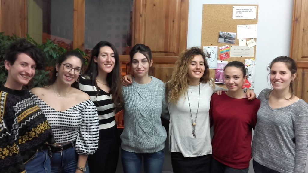 clase de francés en Valencia - chicas jóvenes