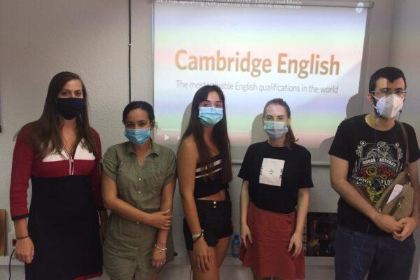 profesor de inglés nativo en Valencia - estudiantes en agosto